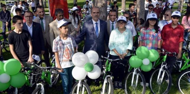 Şehit ve gazi çocuklarına bisiklet