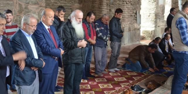 Başpiskopos İznik'te cuma namazı kıldı