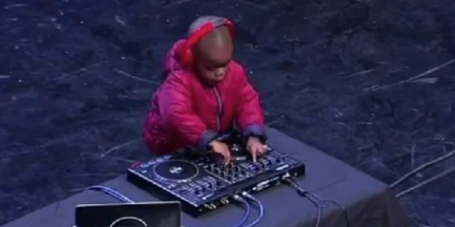 4 yaşındaki DJ'den şov