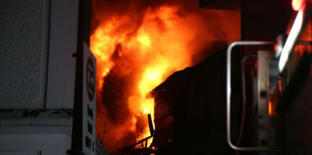Kapalıçarşı'daki yangın kontrol altına alındı...