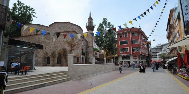 Bursa'da bir cadde daha yenilendi...