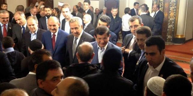 Başbakana Ulucami'de sevgi seli