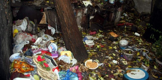 Burası Bursa...Ev değil Hamitler Çöplüğü sanki...