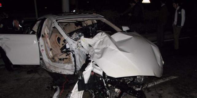 Bursa'da lüks otomobil paramparça oldu...