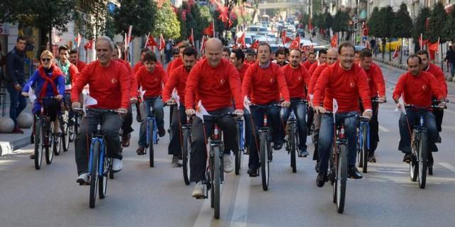 Başkanlar Bursa sokaklarında bayramı böyle kutladı...