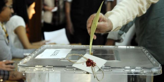 Halkı açık oy kullanmaya zorladılar