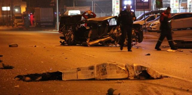 Bursa'da kaza dehşeti...Otomobil de cenazesi de parçalandı