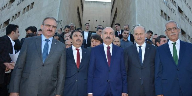 Bakan ve AK Partili vekillerin adliyede büyük heyecanı...