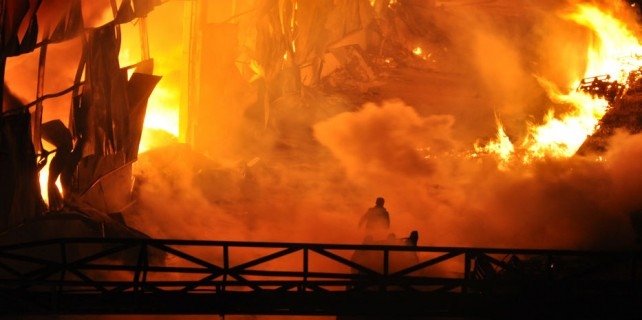 Bursa'da alevli gece...Büyük fabrika kül oldu...