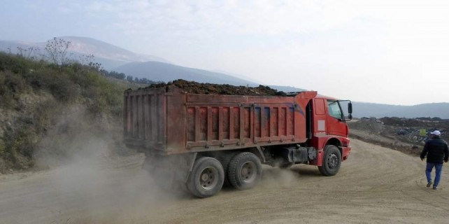 Bursa'da yolları bozan kamyonlara af yok...