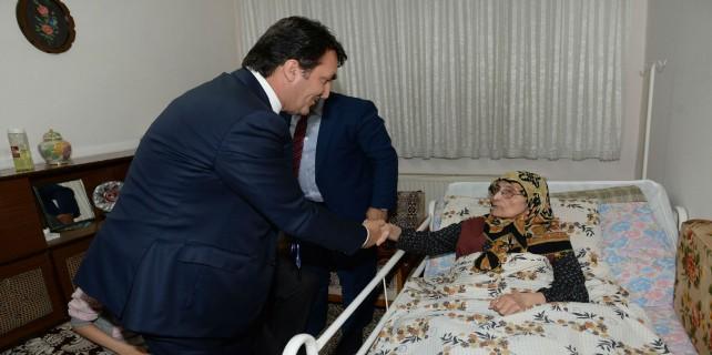 Dündar'dan yatalak hastaya ortopedik yatak