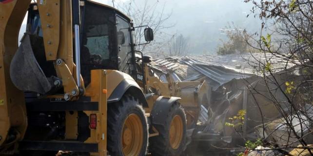 Uludağ'da kaçak binalar yıkıldı...