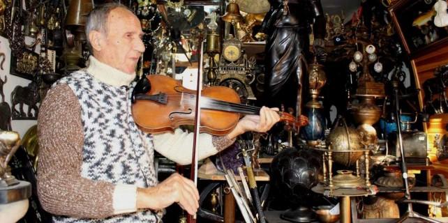 2 bin antikasına her gün konser veriyor...