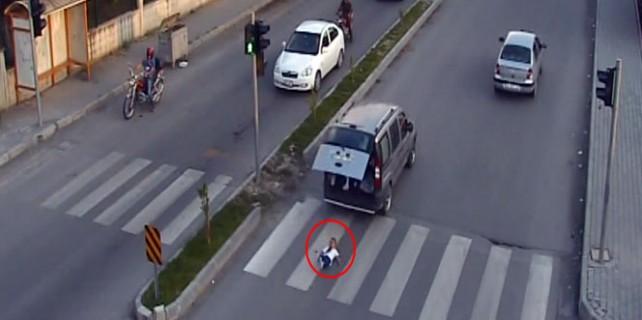 Yok böyle kaza...Küçük çocuk bagajdan böyle düştü