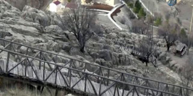 Peygamber makamına giden köprüyü yıktılar...