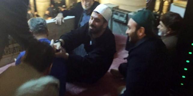 Uçaktan indi Eyüp Sultan Camisi'ne koştu
