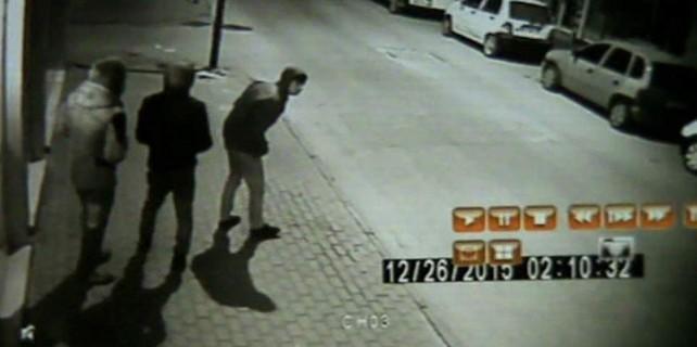 Bursa'da pişkin hırsızlar kameraya yakalandı..