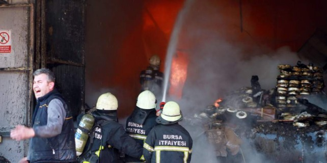 Bursa'da tekstil fabrikasında büyük yangın...