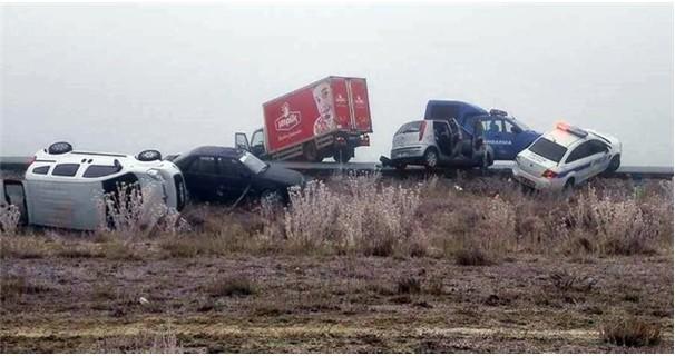 Jandarma polis ambulans da dahil 11 araç birbirine girdi