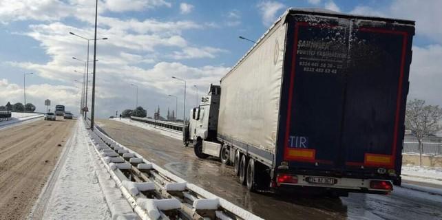 Bursa'da sürücülerin buzla imtihanı...