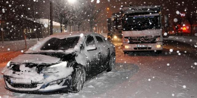 Bursa İzmir yolu kapandı...Yeni yıla mahsur girdiler...