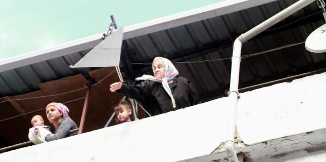Bursa'da baz ayaklanması...Teyzeler sandalye attı