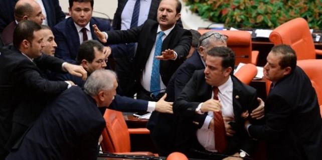 Mecliste İstiklal Marşı kavgası...