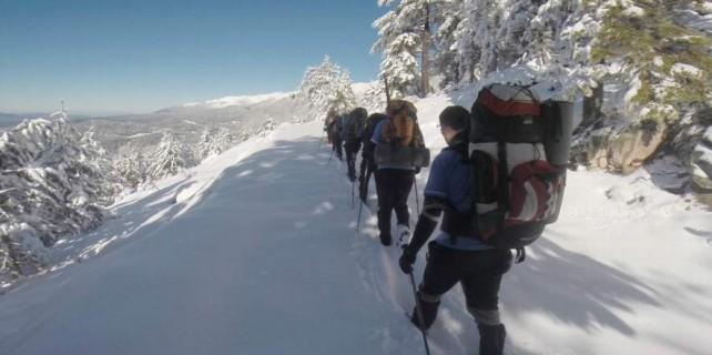 Bursalı dağcılar Uludağ'da imkansızı başardı...