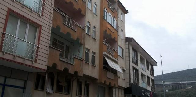 Tehlike saçan bina yıkılamıyor...