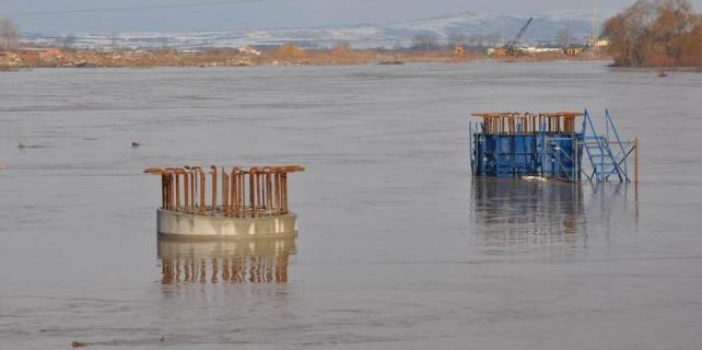 Otoyol inşaatı sular altında...
