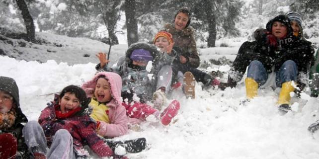 Bursa'da eğitime kar tatili...