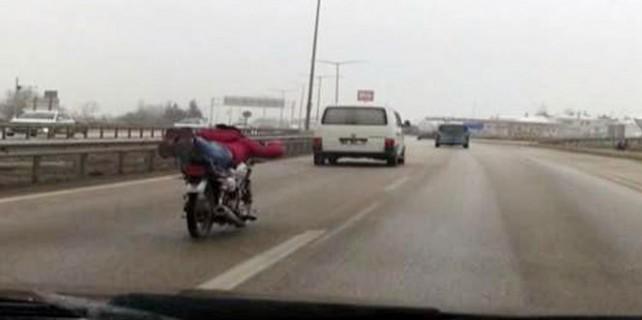 Trafikte ölümüne şov