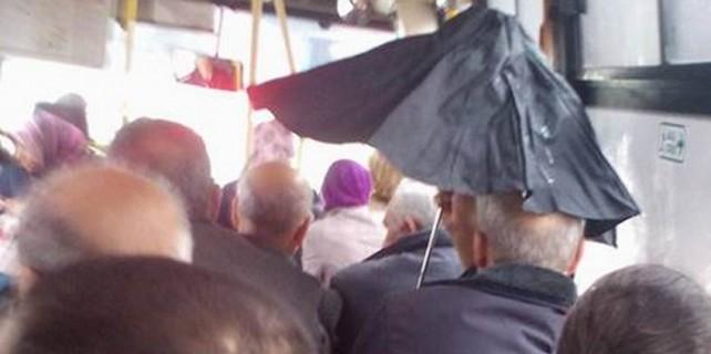 Bursa'da halk otobüsünde skandal görüntü...Özel haber