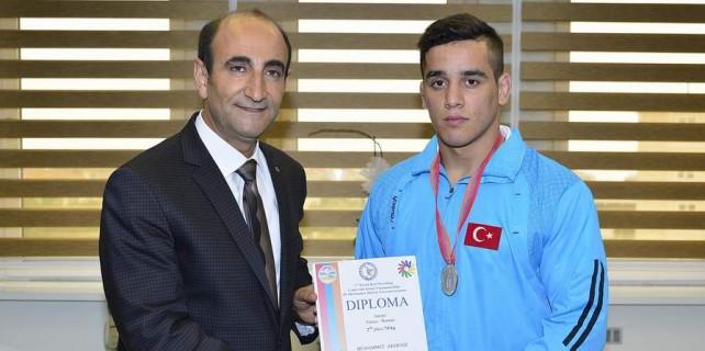 İşitme engelli genç Türkiye şampiyonu oldu