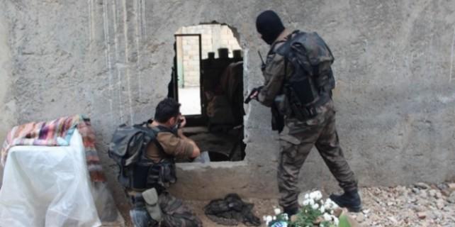 Cizre'de şiddetli çatışma...Temizlenen bölgeden ateş açıldı...