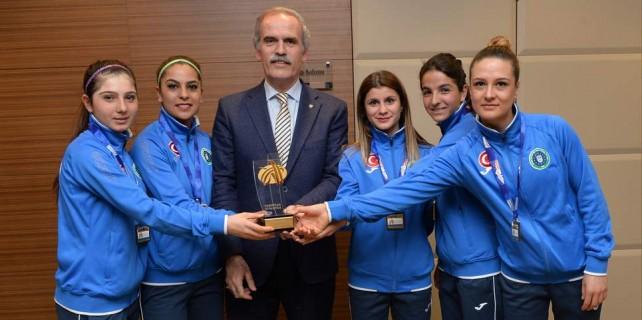 Başkan'dan şampiyonlara ödül...