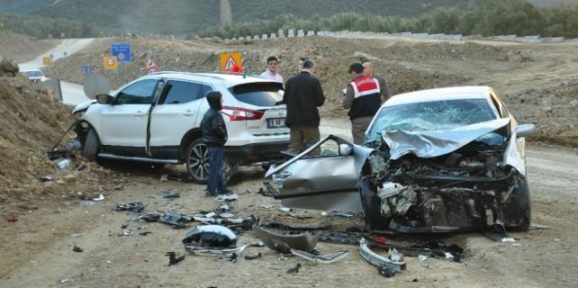 Bursa'da korkunç kaza: Kafa kafaya çarpıştılar