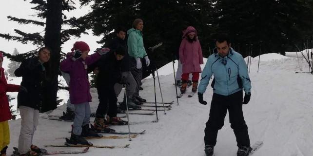 Dağ yöresinin çocukları Uludağ'da kayak öğrendi...