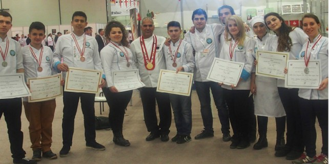 Üniversiteli aşçılar ödülle döndü...
