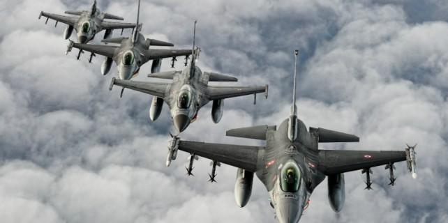 Rus jetleri Türkiye sınırına sıfır uçuyor!