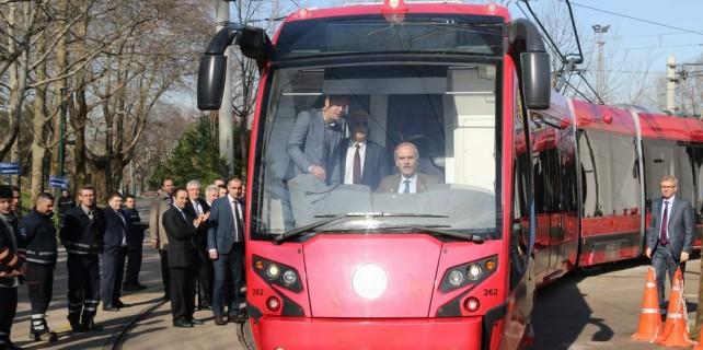 Bursa'da tramvay hızlanıyor...Yeni böcekleri başkan test etti