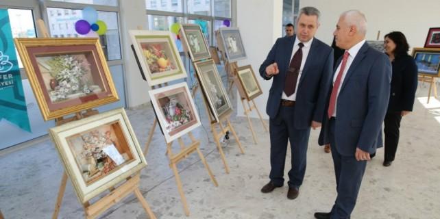 Bozbey  Rölfey Sergisi'ne hayran kaldı