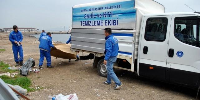 Büyükşehir, Mudanya sahilini temizliyor