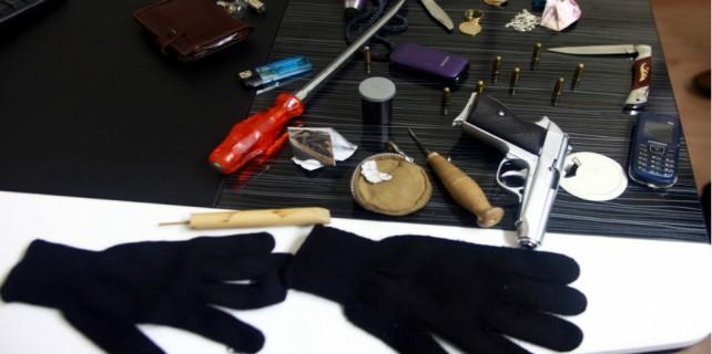 Emekli astsubayın evine giren hırsız yakayı ele verdi