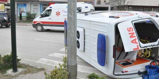 Ambulans takla attı: 5 yaralı