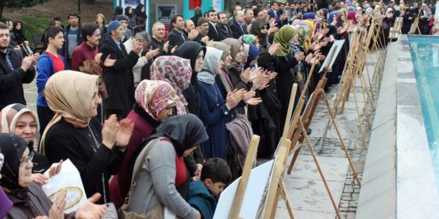 Bursa'da el ele 28 Şubat protestosu...
