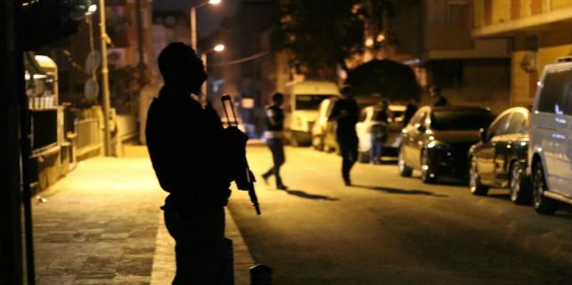 Polisin baskın yaptığı evden HDP'li vekil çıktı!