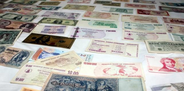 Koleksiyonunda 200 ülkeden 15 bin çeşit para saklıyor...