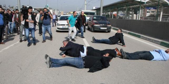Bursa'da yol kapatan Renault işçilerine biber gazlı müdahale