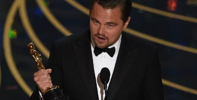 Leonardo DiCaprio'dan skandal... Oscar'ını restoranda unuttu